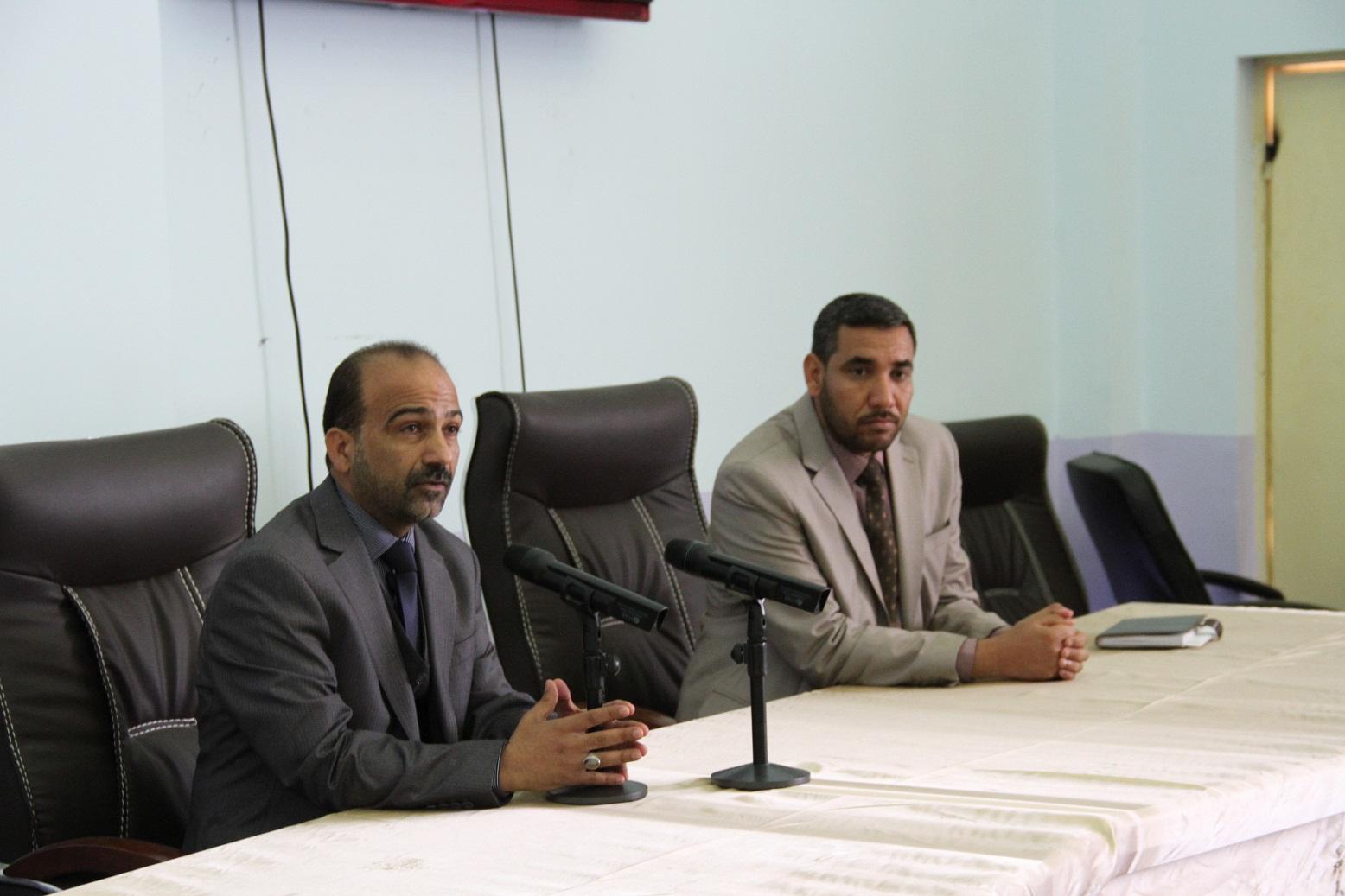 السيد عميد الكلية يجتمع بالكادر الوظيفي في الكلية