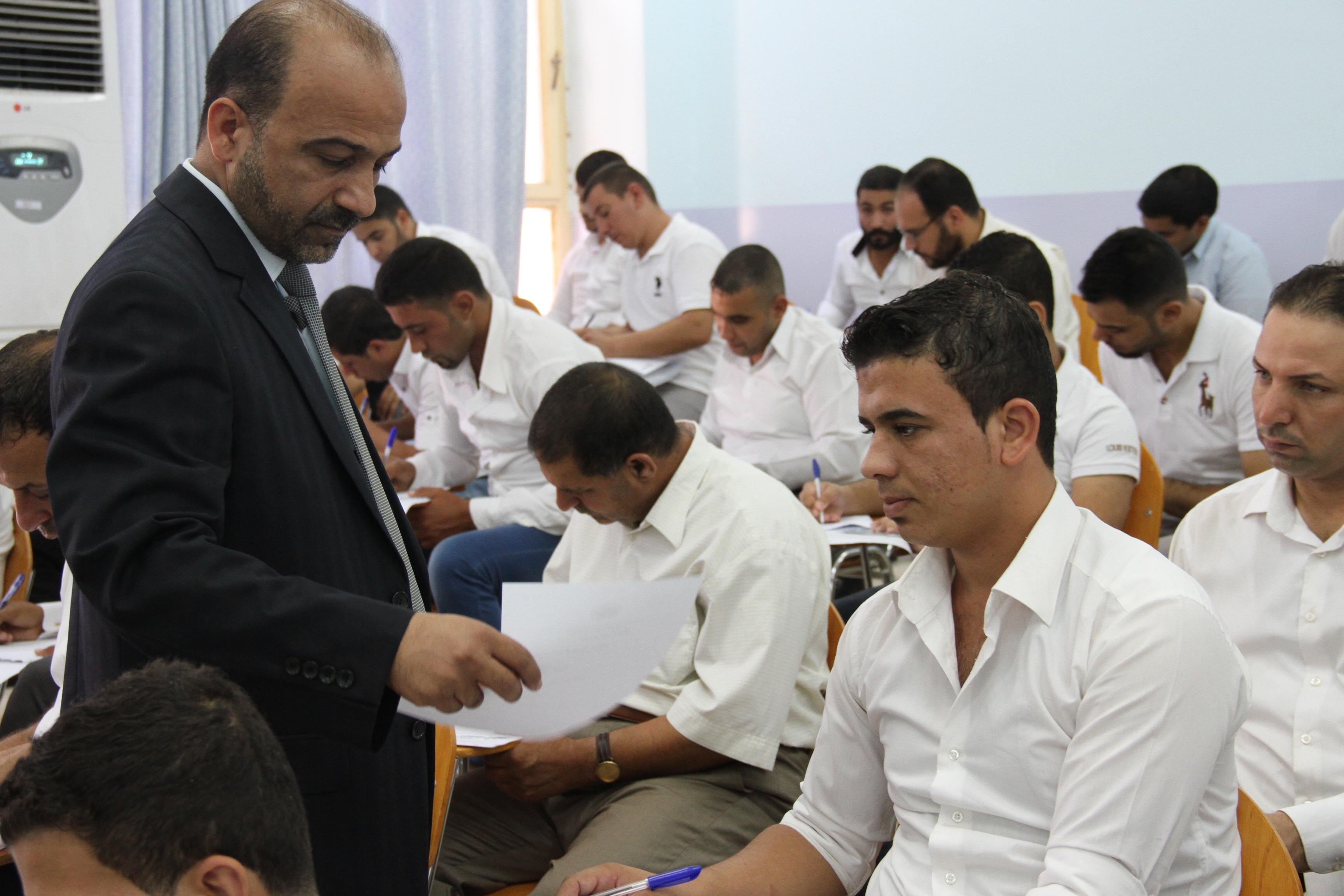 السيد عميد كلية القانون يتابع سير امتحانات الدور الثاني للعام الدراسي (2014/2013)