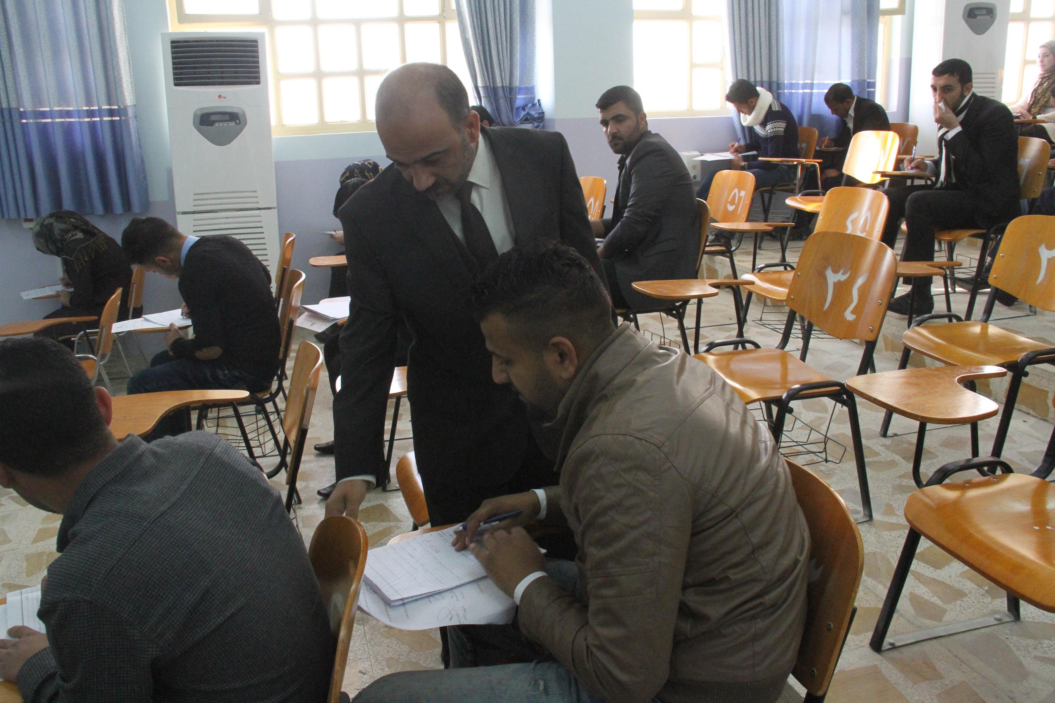 السيد عميد كلية القانون يتفقد سير امتحانات الكورس الأول للمرحلة الرابعة