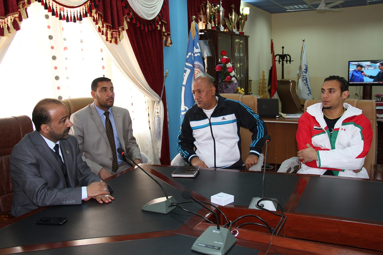 السيد عميد الكلية يلتقي بطلبة الكلية من الرياضيين