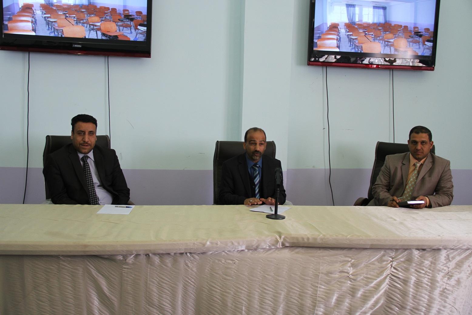 السيد عميد الكلية يلتقي باجتماعه مجموعة من الطلبة