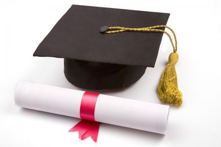 قائمة بتوزيع الإشراف على بحوث التخرج لطلبة الصف الرابع للدراستين الصباحية والمسائية للعام الدراسي 2014 – 2015