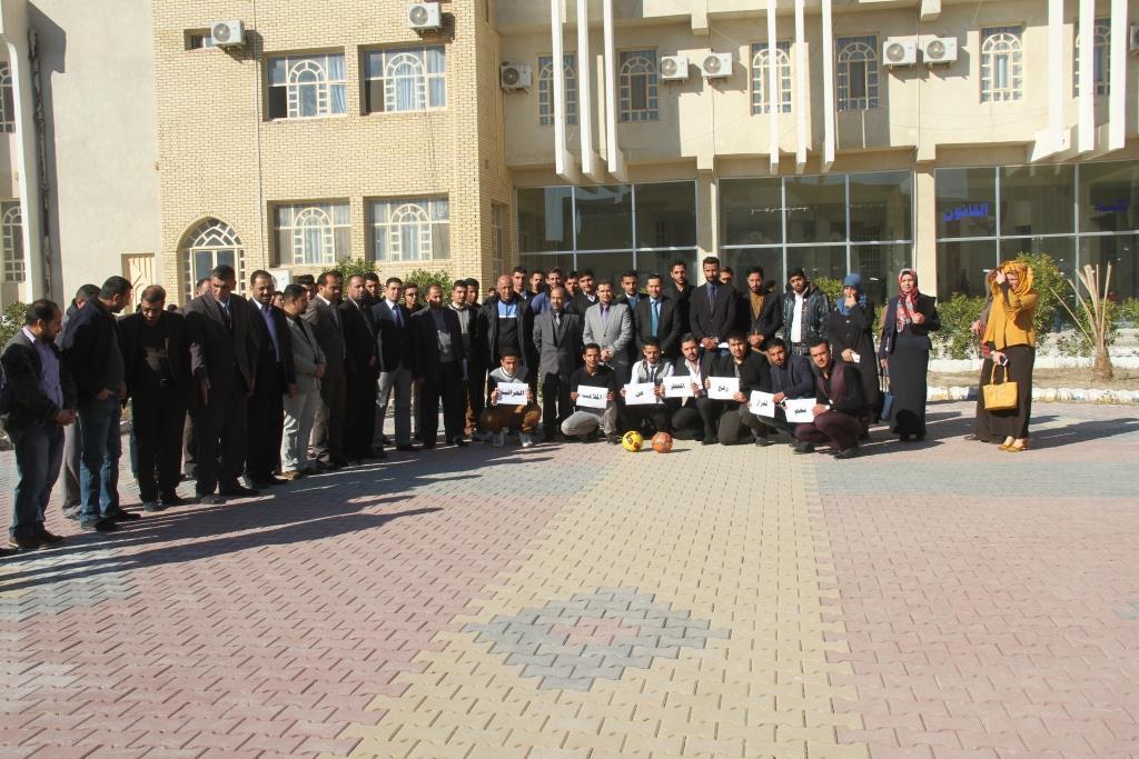 كلية القانون / جامعة القادسية تنضم وقفة تضامنية مع وزارة الشباب والرياضة لرفع الحضر عن الملاعب العراقية
